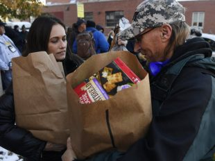 homeless-vet-food-11182016-ac_ac30627x-001-1