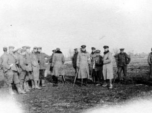British and German troops meet in no man's land on Christmas Day, 1914. Wikimedia Commons