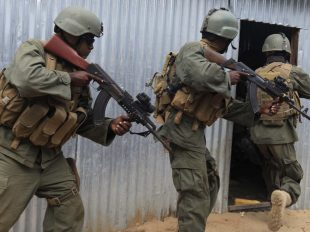Somali government security forces hunt for al-Shabaab suspects. (Reuters/Feisal Omar)