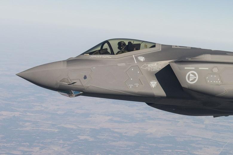 testflyging_av_forste_norske_f-35_-_22492943335_03
