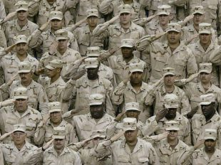 us-soldiers-saluting
