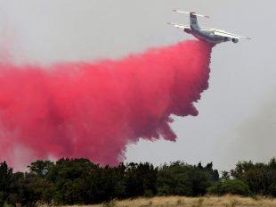 A heavy air tanker makes a pass along the east section of the Sawmill Fire near Box Canyon and East Greaterville Roads north of Sonoita, Ariz., on April 24, 2017. A.E. ARAIZA/ARIZONA DAILY STAR VIA AP